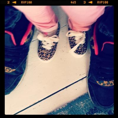 De gympjes van Zara voor Bobbi waren binnen. Zijn nog iets te groot maar wat zijn ze cool!